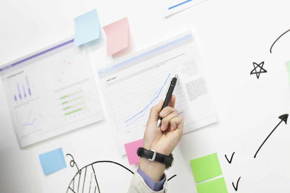 RFM分析とは?分析を行う目的や具体的な分析手順を解説
